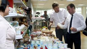 Осмотр образцов готовой продукции фирмы «Агрокомплекс»