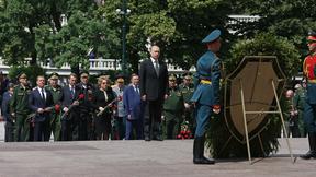 Церемония возложения венка к Могиле Неизвестного Солдата у Кремлёвской стены