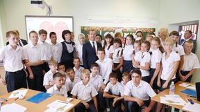 Дмитрий Медведев с учениками средней общеобразовательной школы №18