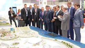 Осмотр выставочных стендов XIII инвестиционного форума «Сочи-2014»