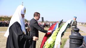 С Патриархом Московским и всея Руси Кириллом во время возложения венков к Мемориалу на Красном холме
