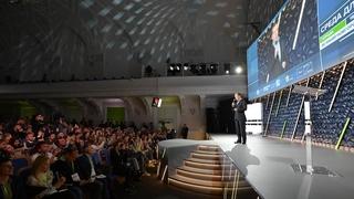 Пленарное заседание форума «Среда для жизни: города» на тему «Новые лидеры: как мэры меняют города»