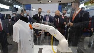 Михаил Мишустин осмотрел выставку «Иннопром-2021»