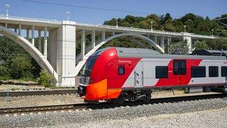 Скоростной поезд «Ласточка», связывающий г. Сочи и станцию Олимпийский парк