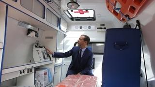 Посещение Псковского областного онкологического диспансера. Осмотр новой машины скорой помощи