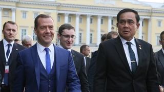 Прогулка Дмитрия Медведева и Праюта Чан-оча по Санкт-Петербургу после переговоров