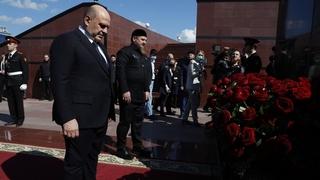 Посещение Мемориального комплекса славы имени Ахмата-Хаджи Кадырова. Возложение цветов к памятнику первому президенту республики