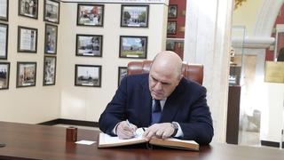 Посещение Мемориального комплекса славы имени Ахмата-Хаджи Кадырова. Запись в книге почётных гостей