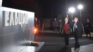 Возложение цветов к памятнику Б.Н.Ельцину. С Президентом России Владимиром Путиным