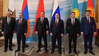 Совместное фотографирование глав делегаций – участников заседания Евразийского межправительственного совета (узкий состав)