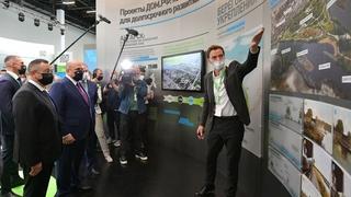 Михаил Мишустин осмотрел выставку «Город и вода»