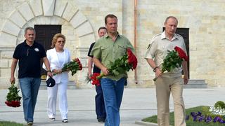 Возложение цветов к памятнику защитникам Константиновской батареи