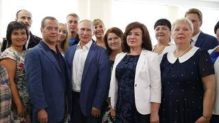 На встрече с преподавательским составом и родительским комитетом новой общеобразовательной школы – образовательного центра «Бухта Казачья» в Севастополе