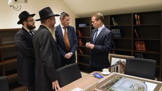 Во время посещения реконструированной синагоги