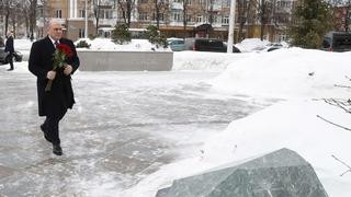 Михаил Мишустин почтил память погибших при пожаре в торгово-развлекательном центре «Зимняя вишня» в Кемерове