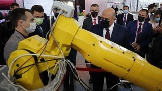 Михаил Мишустин осмотрел выставку «Иннопром-2021». Стенд компании «FANUС»