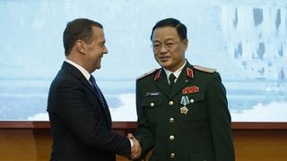 Вручение ордена Дружбы генеральному директору Вьетнамской части центра Нгуен Хонг Зы