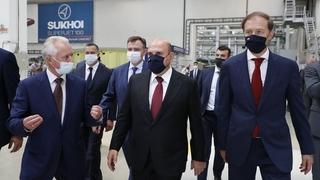 Михаил Мишустин посетил производственные площадки Объединённой авиастроительной корпорации по сборке самолёта «Сухой Суперджет 100». С  директором  филиала ПАО «Компания