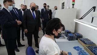 Михаил Мишустин осмотрел  производственный корпус и образцы готовой продукции ОО «НПП
