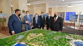 Презентация проекта транспортно-пересадочного узла в Завидово. Слева - губернатор Тверской области Игорь Руденя