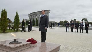 Возложение цветов к Мемориалу памяти и славы в Назрани