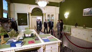 Осмотр экспозиции «Семь дней, которые изменили Россию» в музее Центра Б.Н.Ельцина