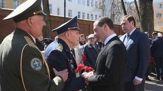 Встреча с ветеранами Великой Отечественной войны в сквере Памяти Героев в Смоленске