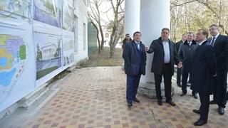 Осмотр стендов с концепцией реконструкции Нижних минеральных ванн в Ессентуках