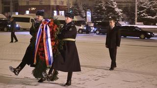 Церемония возложения венка к памятнику освободителям Брянска