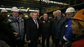 С рабочими Балтийского завода