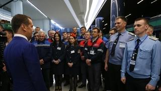 Осмотр новой станции метро «Новокрестовская». Со строителями и работниками метрополитена