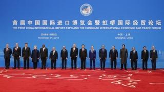 Главы делегаций, принимающих участие в церемонии открытия Первой китайской международной импортной выставки