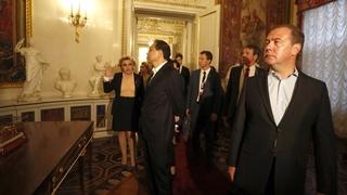 Во время посещения Павловского дворца. С Премьером Государственного совета КНР Ли Кэцяном