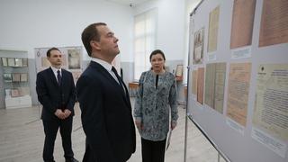 C ректором СПБГТИ Андреем Шевчиком во время осмотра музейной экспозиции СПбГТИ