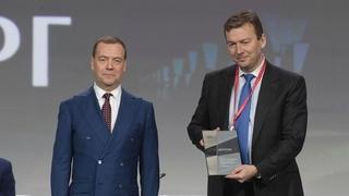 Награждение лауреатов конкурса «Премия развития». С президентом АПХ «Мираторг» Виктором Линником