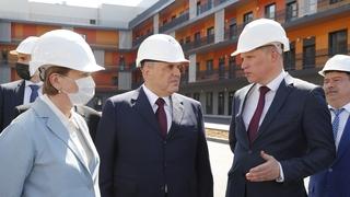 Осмотр строящегося корпуса Республиканской клинической инфекционной больницы имени профессора А.Ф.Агафонова