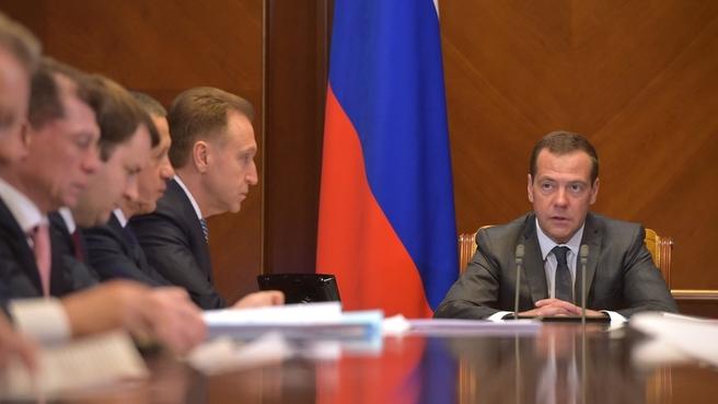 Вступительное слово Дмитрия Медведева на совещании о предварительных результатах работы по созданию территорий опережающего социально-экономического развития на Дальнем Востоке в 2015–2017 годах