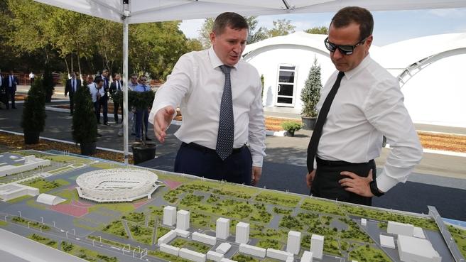 Омотр макета строящихся объектов городской инфраструктуры Волгограда