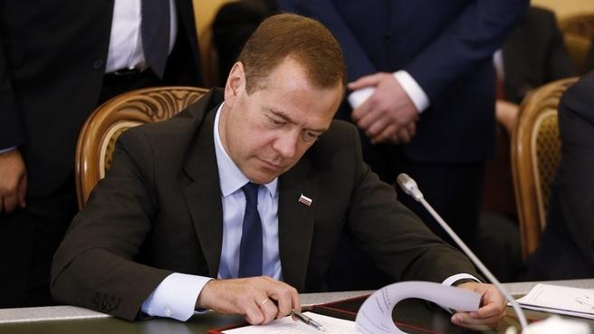 Подписание принятых в ходе заседания документов
