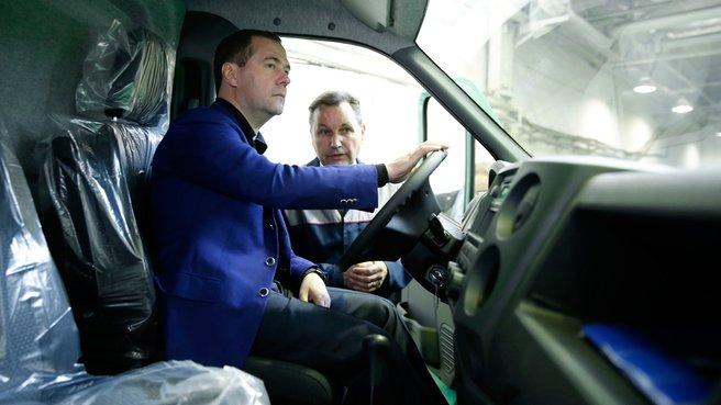 Осмотр автомобиля «Газель Next» в ходе посещения ОАО «Горьковский автомобильный завод»