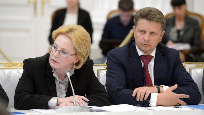 Глава Минздрава Вероника Скворцова и глава Минтранса Максим Соколов