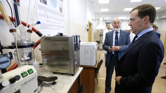 Посещение Центра коллективного пользования «Новые нефтехимические процессы, полимерные композиты и адгезивы»