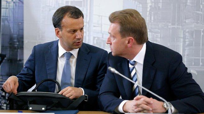 Заместитель Председателя Правительства Аркадий Дворкович и Первый заместитель Председателя Правительства Игорь Шувалов