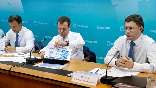 С заместителем Председателя Правительства Аркадием Дворковичем и главой Минэнерго Александром Новаком