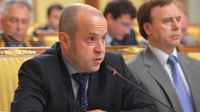 Директор по проектам кластера информационных технологий фонда «Сколково» Альберт Ефимов на заседании Правительства
