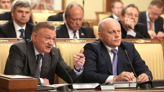 Губернатор Рязанской области Олег Ковалёв и губернатор Омской области Виктор Назаров