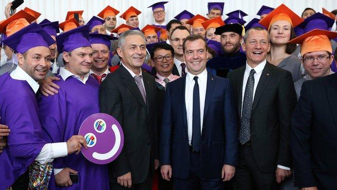С президентом «Сколково» Андреем Раппопортом, ректором «Сколково» Андреем Шароновым и выпускниками школы
