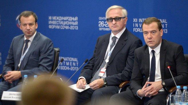 С заместителем Председателя Правительства Аркадием Дворковичем и президентом Российского союза промышленников и предпринимателей Александром Шохиным