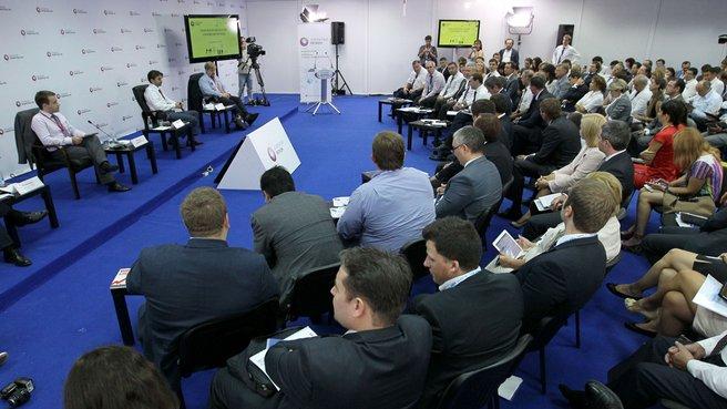 Участие в дискуссиях в рамках секций Международного форума