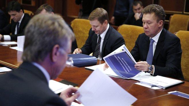Глава ОАО «Газпром» Алексей Миллер (справа) на селекторном совещании о неотложных мерах по укреплению платёжной дисциплины в сфере поставок природного газа